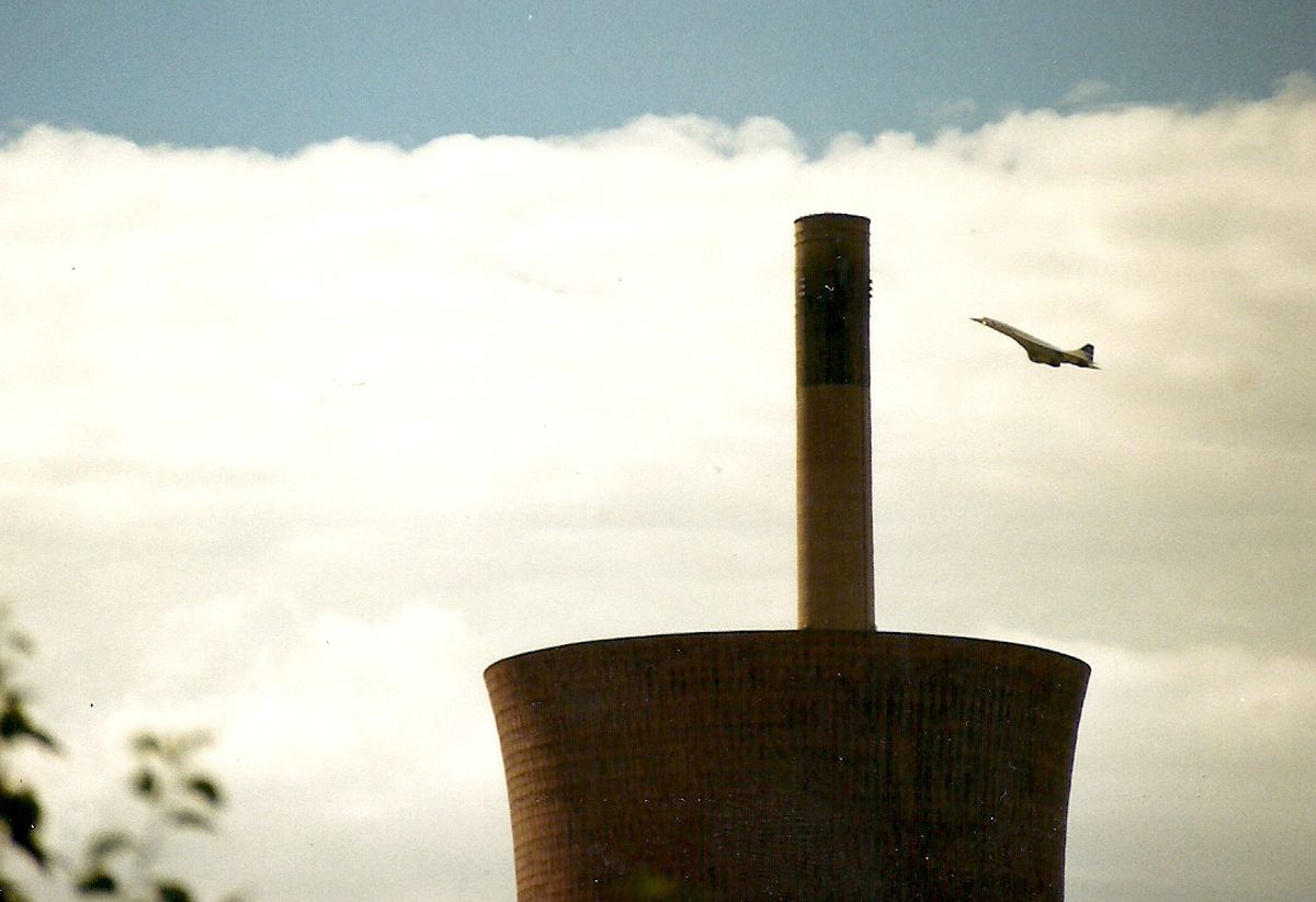 Concorde flies over Ironbridge Power Station on its way to Shrewsbury