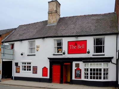 Oswestry's oldest pub closes during search for new management