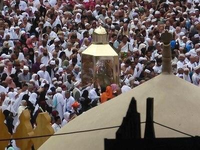 Saudi Arabia bars entry to Islam's holiest sites over Covid-19 fears