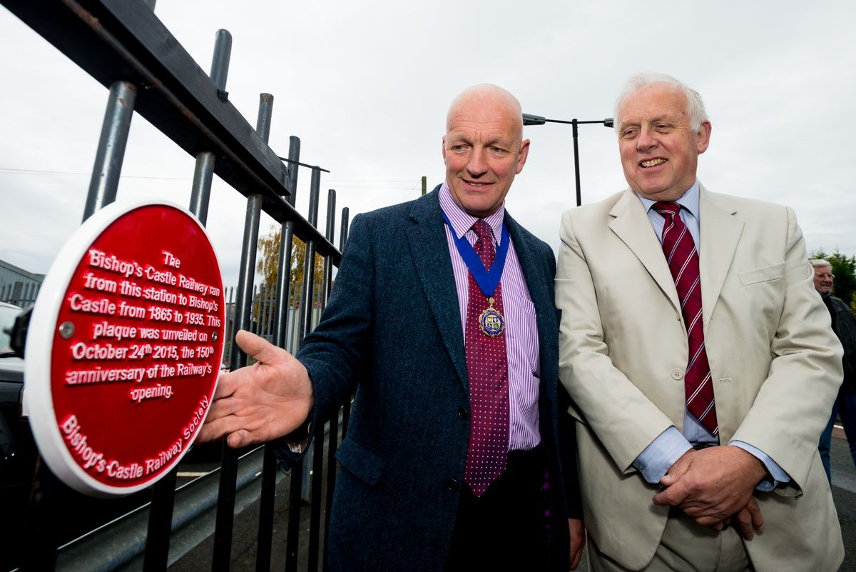 John Rimmer of Bishop's Castle Railway Society (right), with Councillor David Mills of Craven Arms Town Council unveiling a plaque to the vanished railway line at Craven Arms in 2015