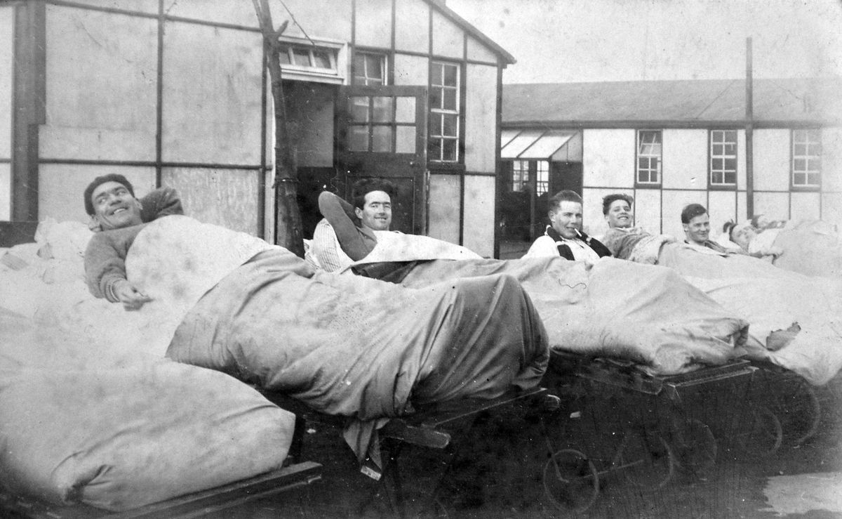 Open air beds at Shropshire Orthopaedic Hospital in 1929.