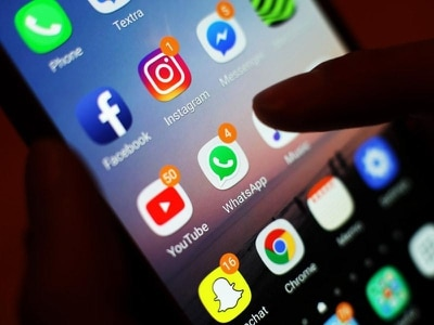 Young teenage girls feeling pressure of social media, study finds