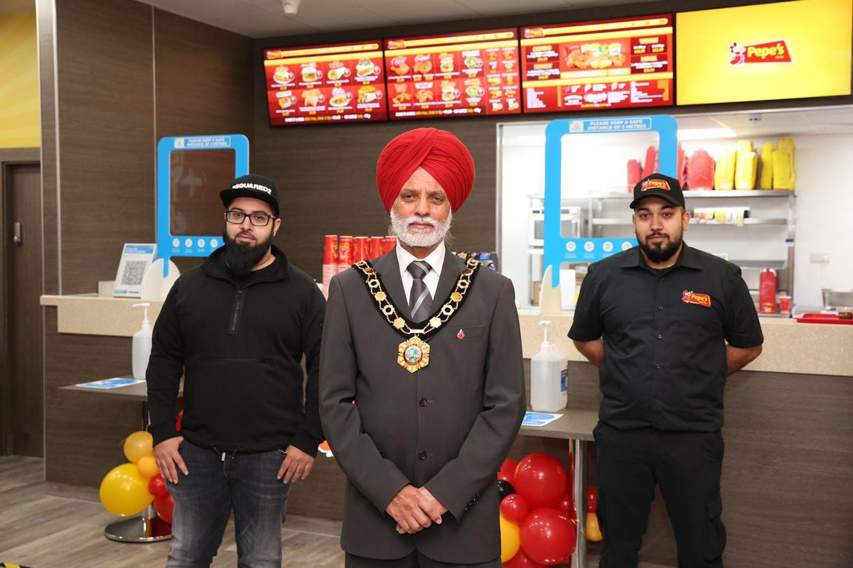 Telford & Wrekin's mayor Amrik Jhawar on the opening night with Omar (left) and Abu Javed, the sibling managers of the new restaurant