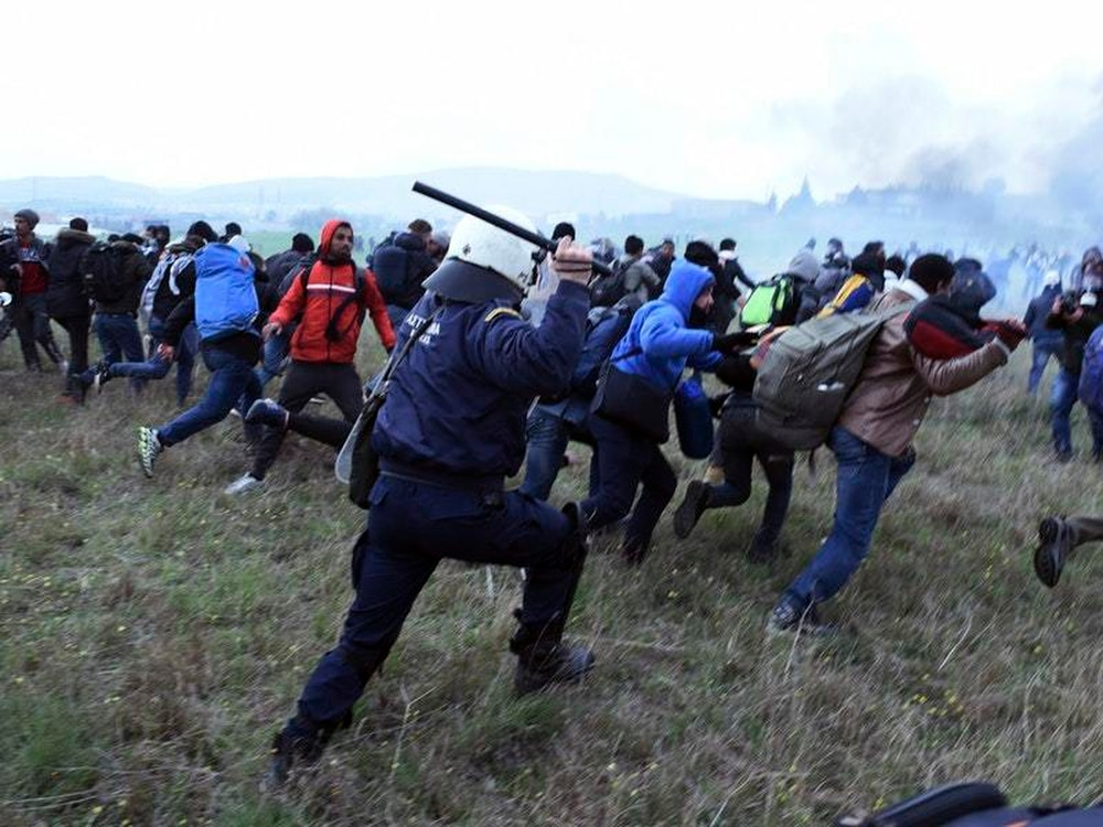 Greek police clash with migrants, block access to border route