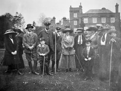Bill hunts out true story behind 1912 group picture