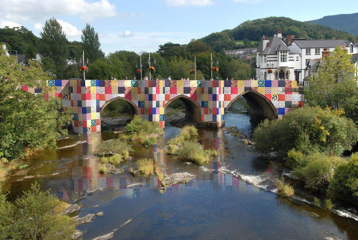 Mock-up of 'Bridges, Not Walls'