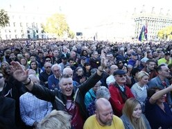 Hundreds of thousands to march demanding final say on Brexit