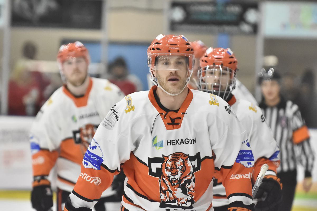 Jason Silverthorn heads to the bench after scoring (Steve Brodie)