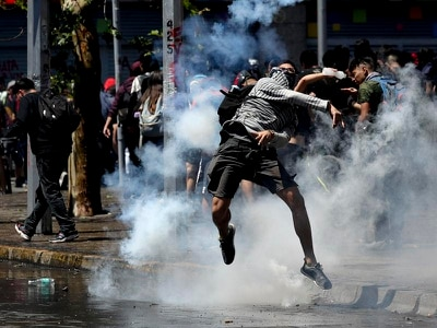 New disturbances in Chile as queues for food build up