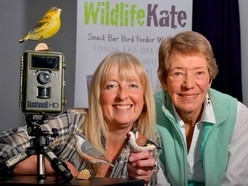 Snapper lens a hand to wildlife charity