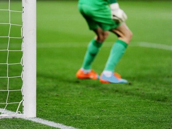 Sydney goalkeeper's pre-penalty antics help win A-League title against Perth