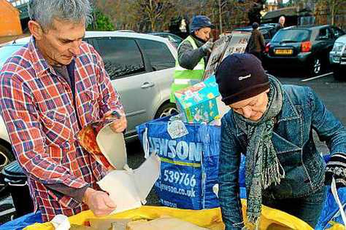 Hundreds queue for cardboard recycling in Shrewsbury