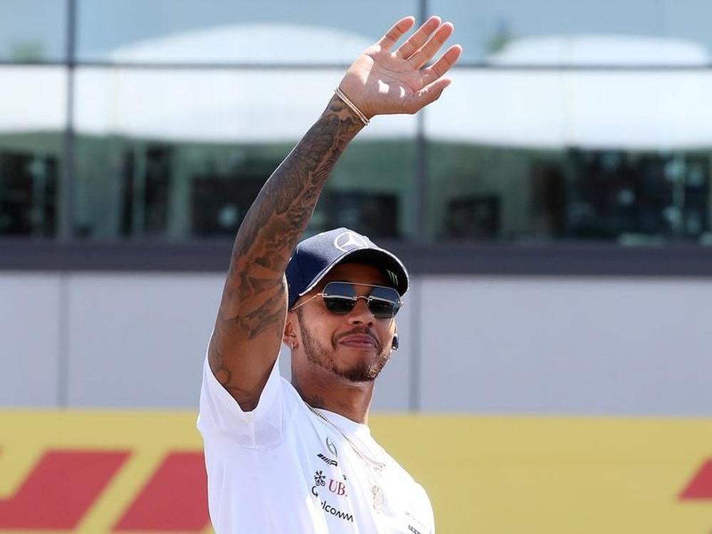 Formula One: Lewis Hamilton avoids smash to top Japanese practice