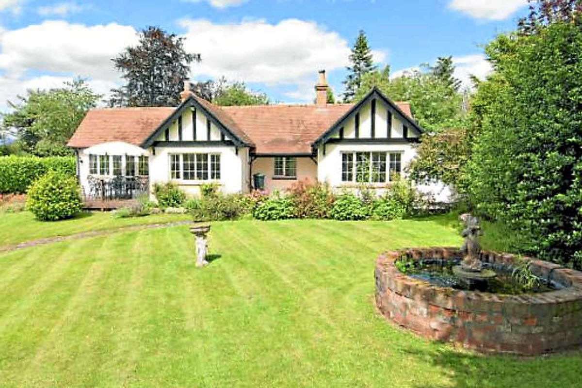 Spring Cottage on Lyth Hill, near Shrewsbury, was built by Mary Webb and her husband Henry in 1917