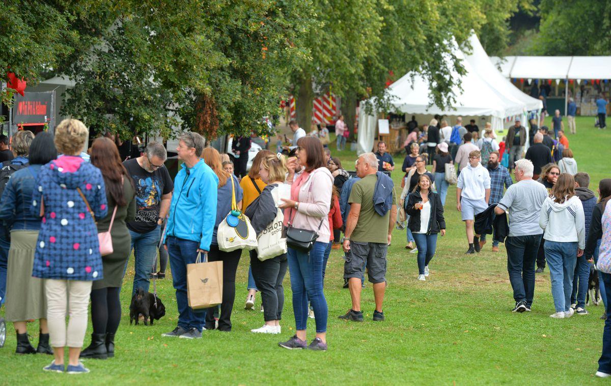 Crowds at Shrewsbury Food Festival, The Quarry