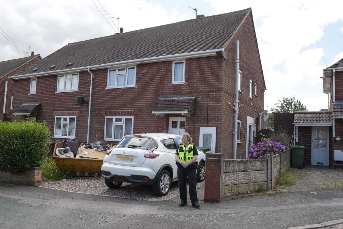 Police cordoned off the maisonette in Stephens Close, Wolverhampton, after two paramedics were stabbed. Image: @SnapperSK