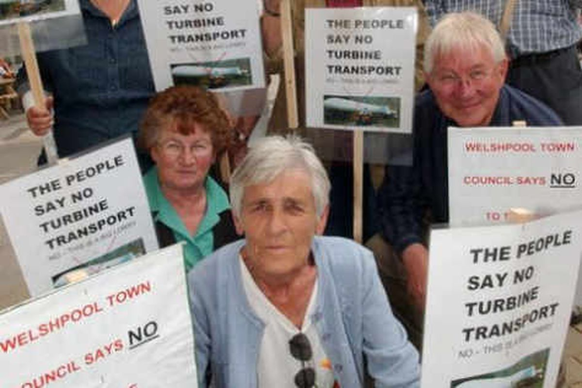 Protest against wind turbine transport through Welshpool