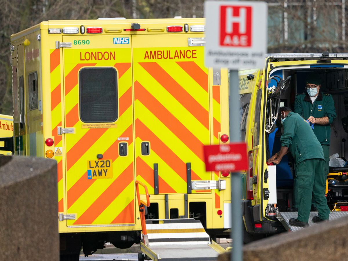 Paramedics and ambulances outside St Thomas' Hospital in central London on January 21 2021 (Dominic Lipinski/PA)