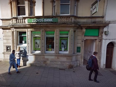 Police called to 'robbery' at Newport bank