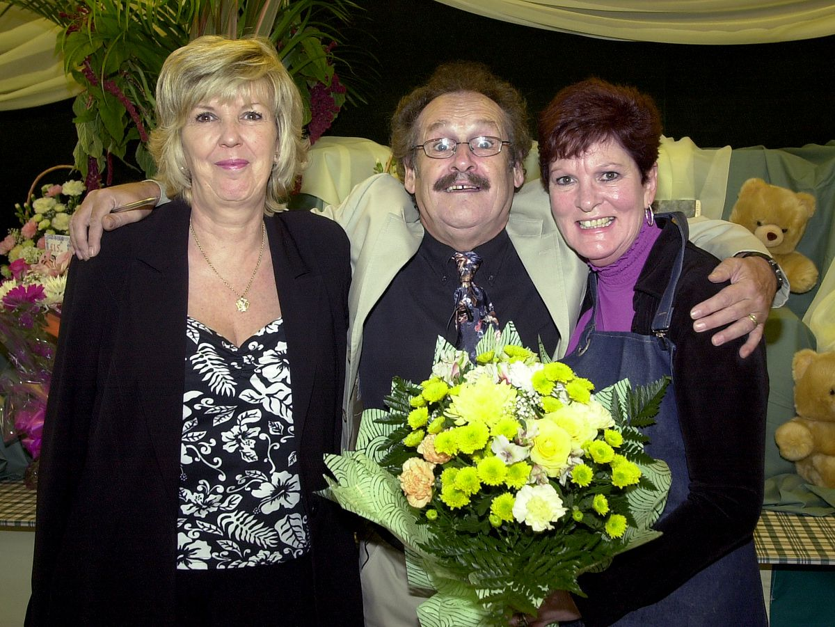 Yvonne(left) and Bobby Ball meet stall holder Lin(cor) Tisdale at her flower stall in the new look Market Hall in Shrewsbury. XXXX PICTURE BY ED BAGNALL 12/9/03.