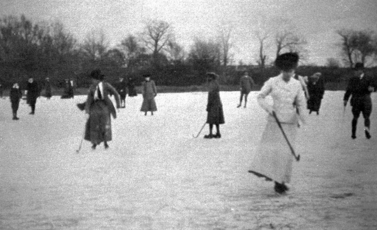 Won't be long now... The nights are drawing in, and the temperature will soon be dropping. Yes, winter will be upon us before we know it, and along with it comes the chance to play winter sports. Like ice hockey. These enterprising folk were in action on the iced-over Brown Moss near Whitchurch around the turn of the 19th and 20th centuries.