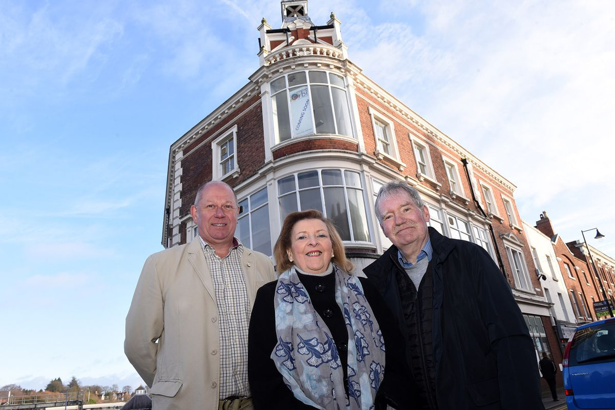 Investor Glenn Chard with Wellington Orbit directors Fiona Hunter and Ray Hughes
