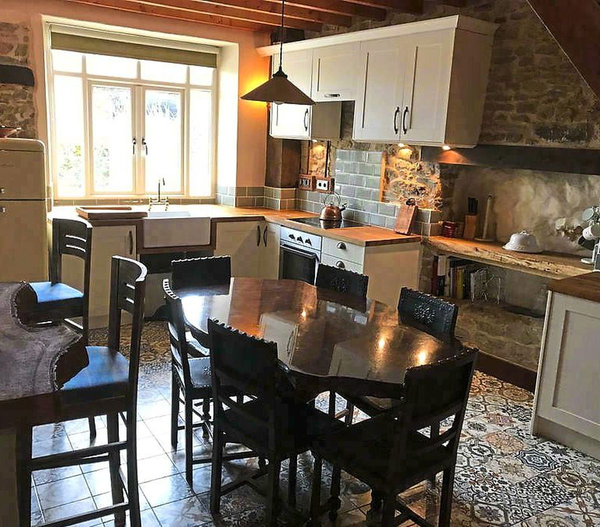 Eat up – the very-well equipped kitchen/dining area