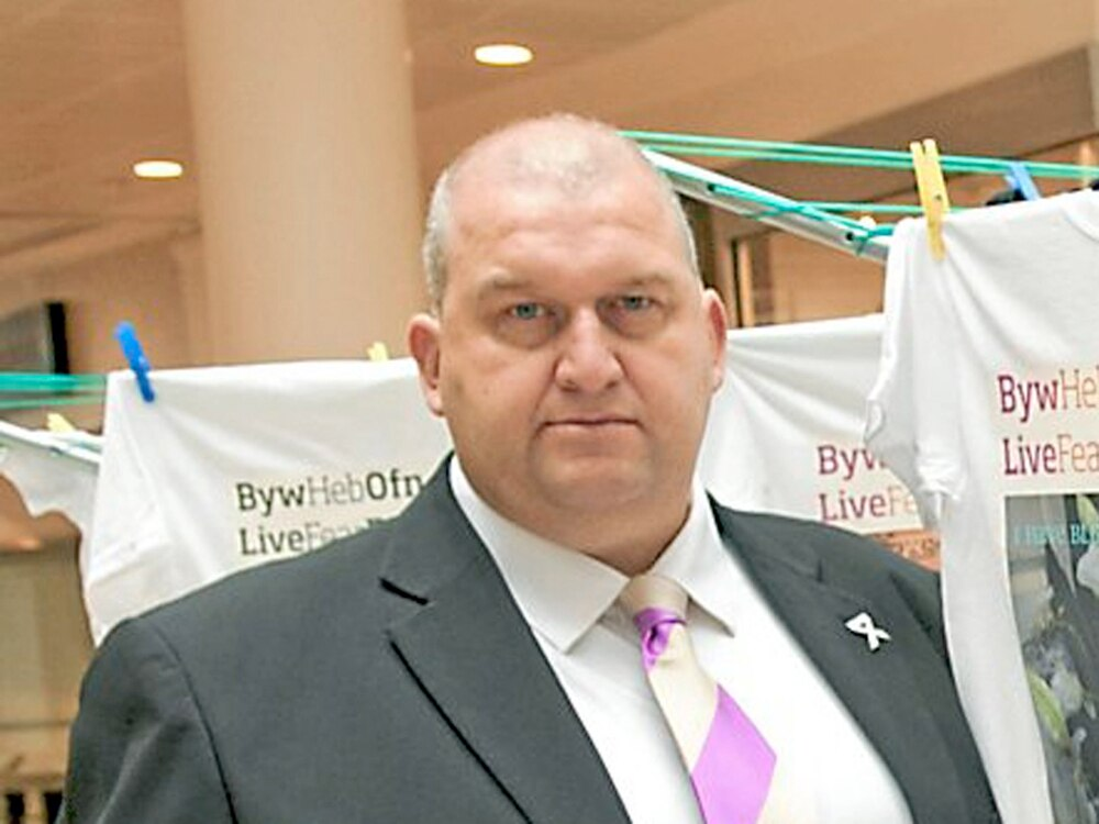 Suspended Welsh Labour politician Carl Sargeant dies