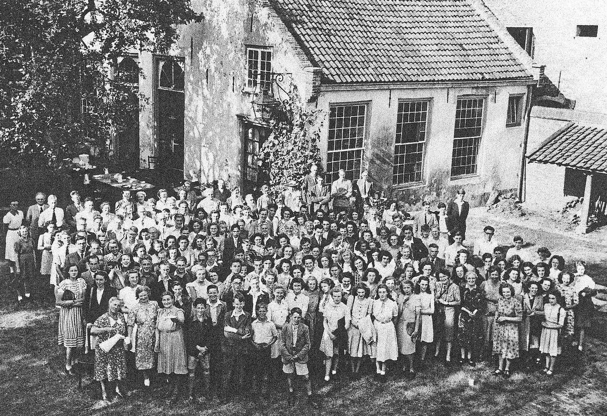 Friendship – An exchange visit in 1947, taken on the return visit to Zutphen