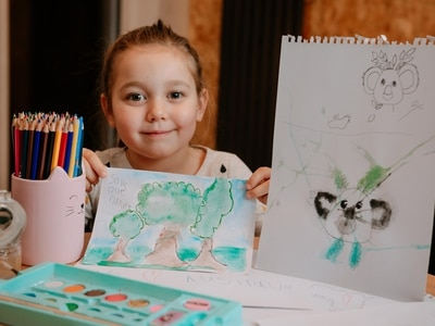 Australia wildfires: Lily-Rose, 5, puts pencil to paper to raise hundreds