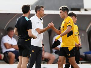 Raul Jimenez of Wolverhampton Wanderers (R) shakes hands with Bruno Lage (Photo by Jack Thomas - WWFC/Wolves via Getty Images)..