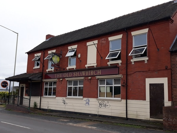 Call to demolish 'eyesore' Telford pub amid squatter fear