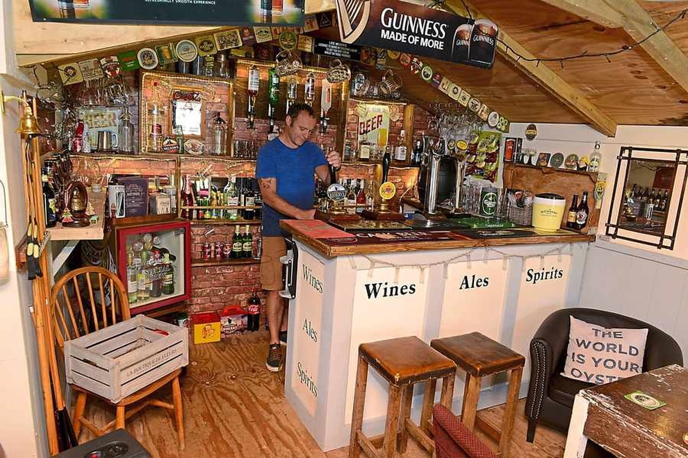 Pictures shropshire 39 s lee turns shed into his very own pub shropshire star for Summer garden and bar