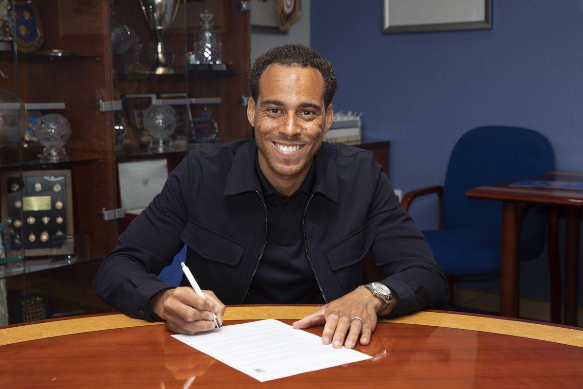 Shrewsbury Town unveil new signing Elliott Bennett (AMA)
