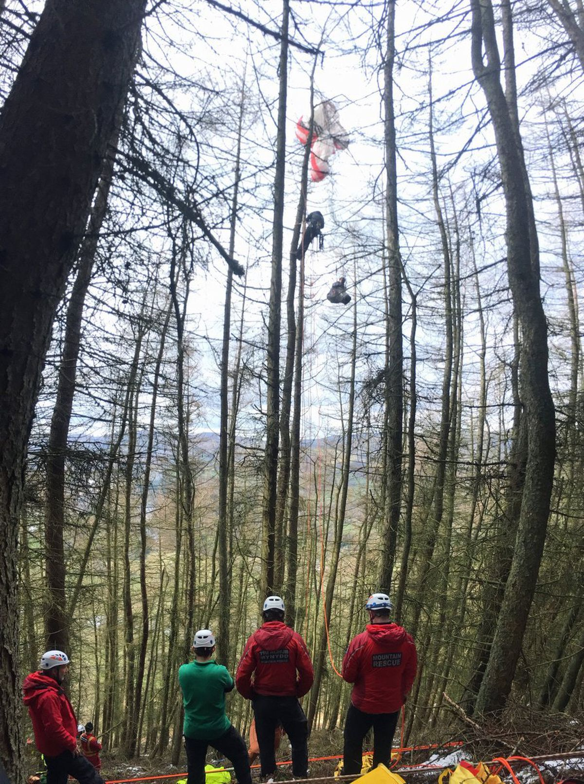 Photo from North East Wales Search and Rescue Team of the rescue of the paraglider pilot.