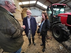 Jeremy Corbyn issues pledge to farmers to stop 'no-deal carnage'