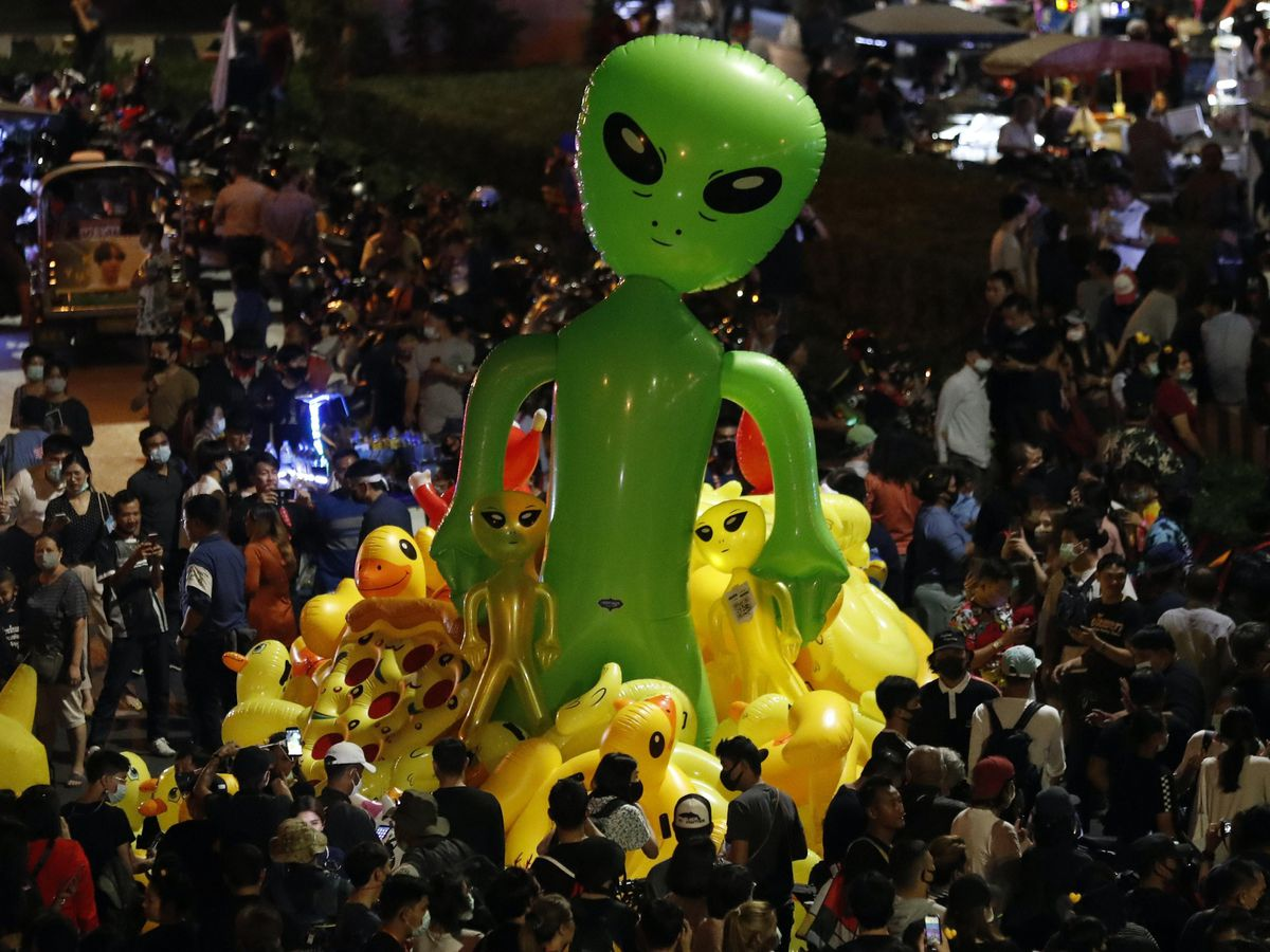 Protesters gather balloons shaped like aliens – to mock accusations that foreigners fund and direct their movementt