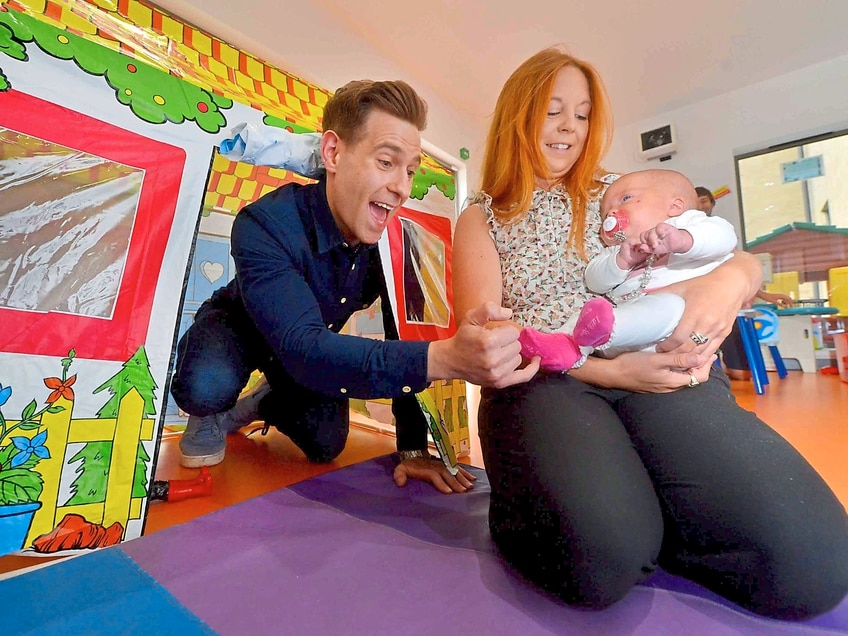 Comic Lee Nelson cheers up Telford hospital patients on way to Shrewsbury comedy fest - in pictures