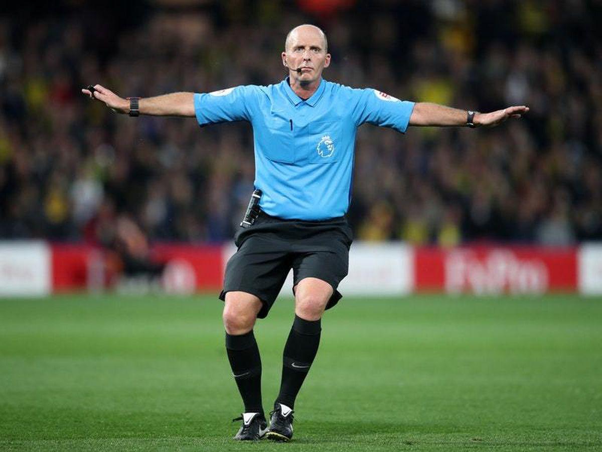 Hasil gambar untuk Mike Dean referee