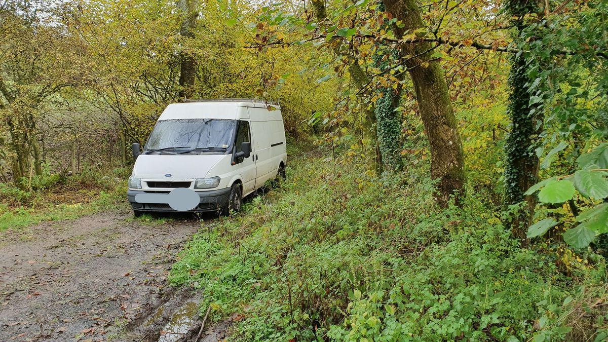 The van believed to be used in an attempted burglary. Credit: @SouthShropCops