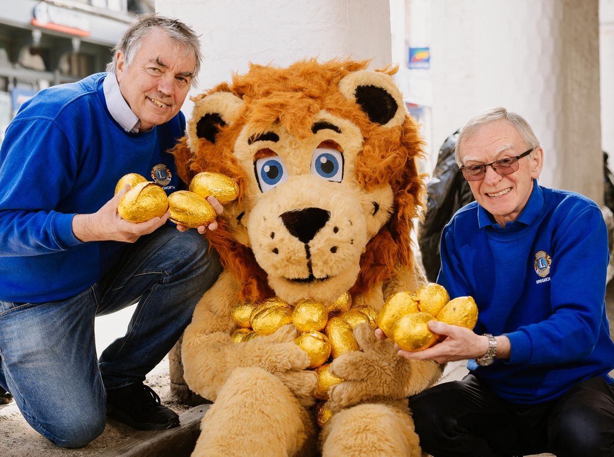 The Bridgnorth Lions will be holding a virtual Easter Egg Hunt this Sunday 4th April. In Picture L>R: Richard Stilwell, Lenny The Lion and Howard Davies (President)