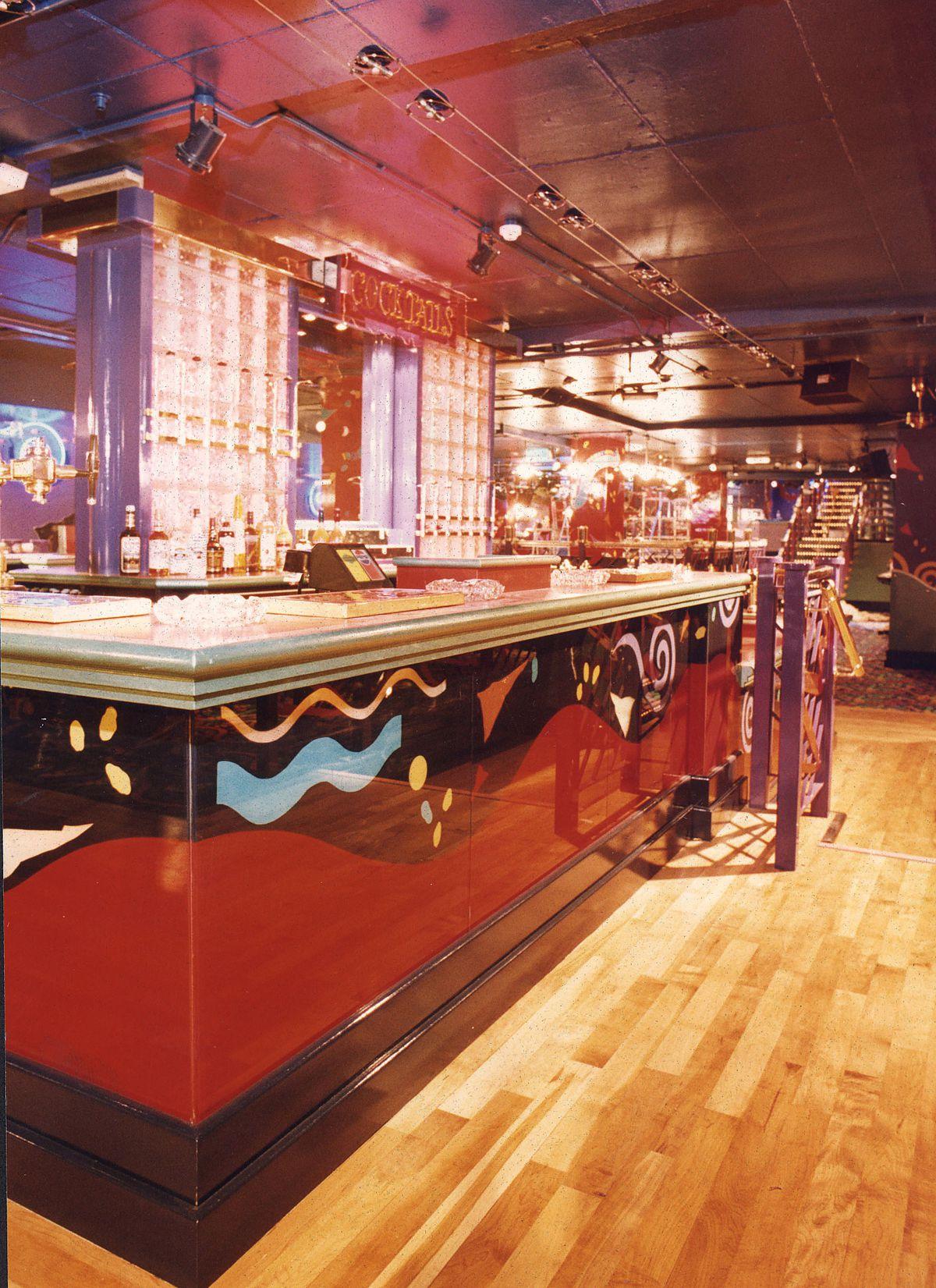 The cocktail bar at Cascades.