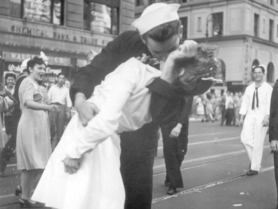 Sailor in famous VJ Day kiss photo dies aged 95