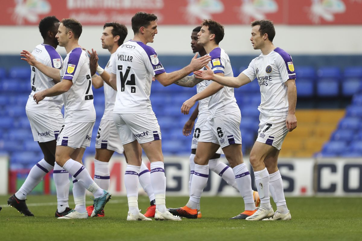 Ollie Norburn of Shrewsbury Town celebrates with his team mates after scoring a goal to make it 0-1 (AMA)