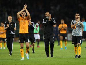 Nuno applauding the travelling fans at full-time (© AMA / Matthew Ashton)