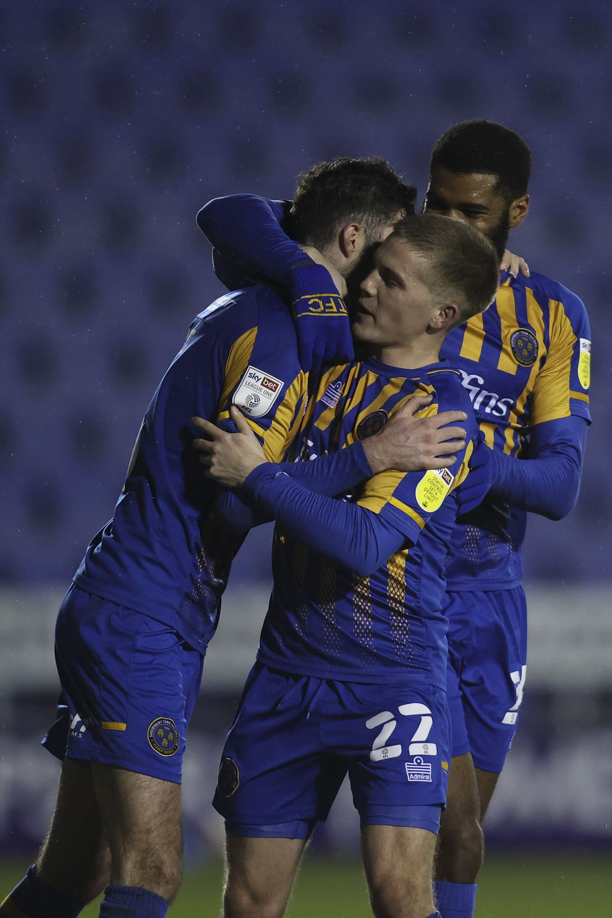 Sean Goss of Shrewsbury Town celebrates with his team mates after scoring a goal to make it 4-1 (AMA)