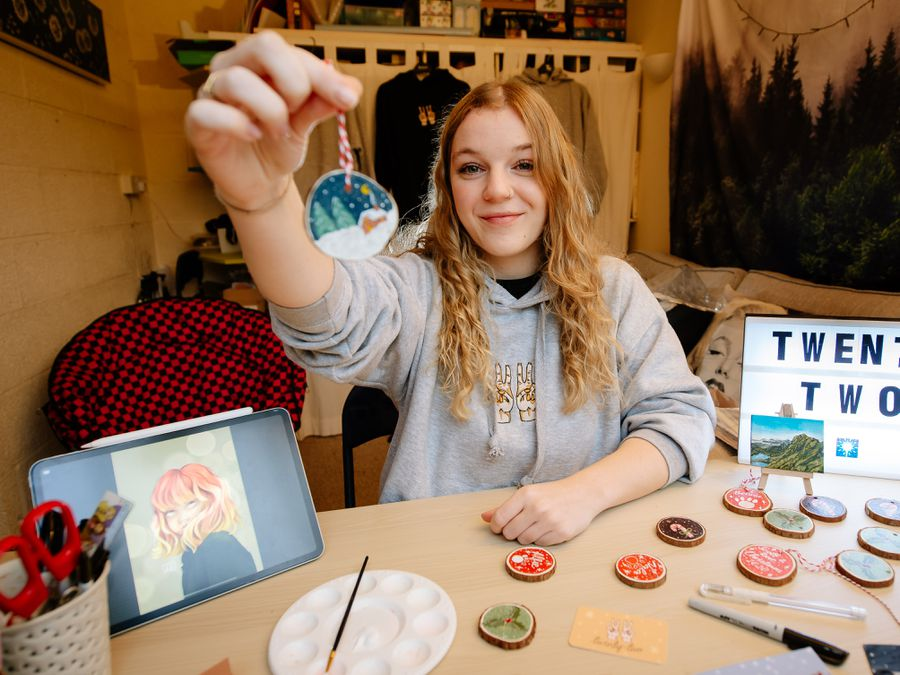 BORDER COPYRIGHT SHROPSHIRE STAR JAMIE RICKETTS 18/11/2020 - Annie Rogers 22 from Pant, left uni this year after studying Dance for three years. As the pandemic began, she returned home and so started up an art business from home called Twenty Two..