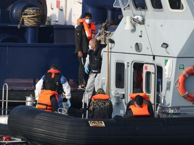 Migrants arrive in Dover for 10th day in a row