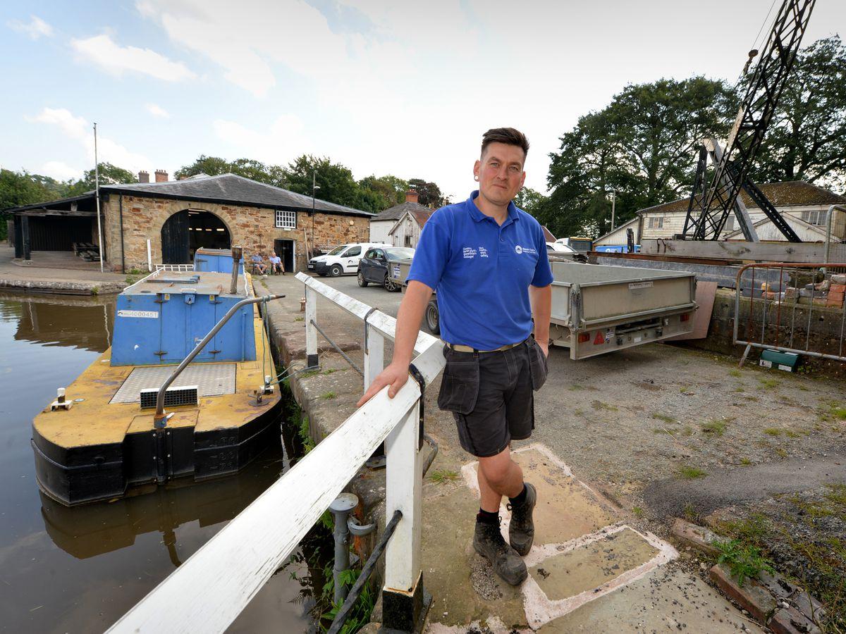 BORDER PIC MNA PIC  DAVID HAMILTON PIC  SHROPSHIRE STAR 4/8/21 Appealing for more volunteers Canal & River Trust customer service operative Dan Mullock, at Ellesmere Yard, Ellesmere..