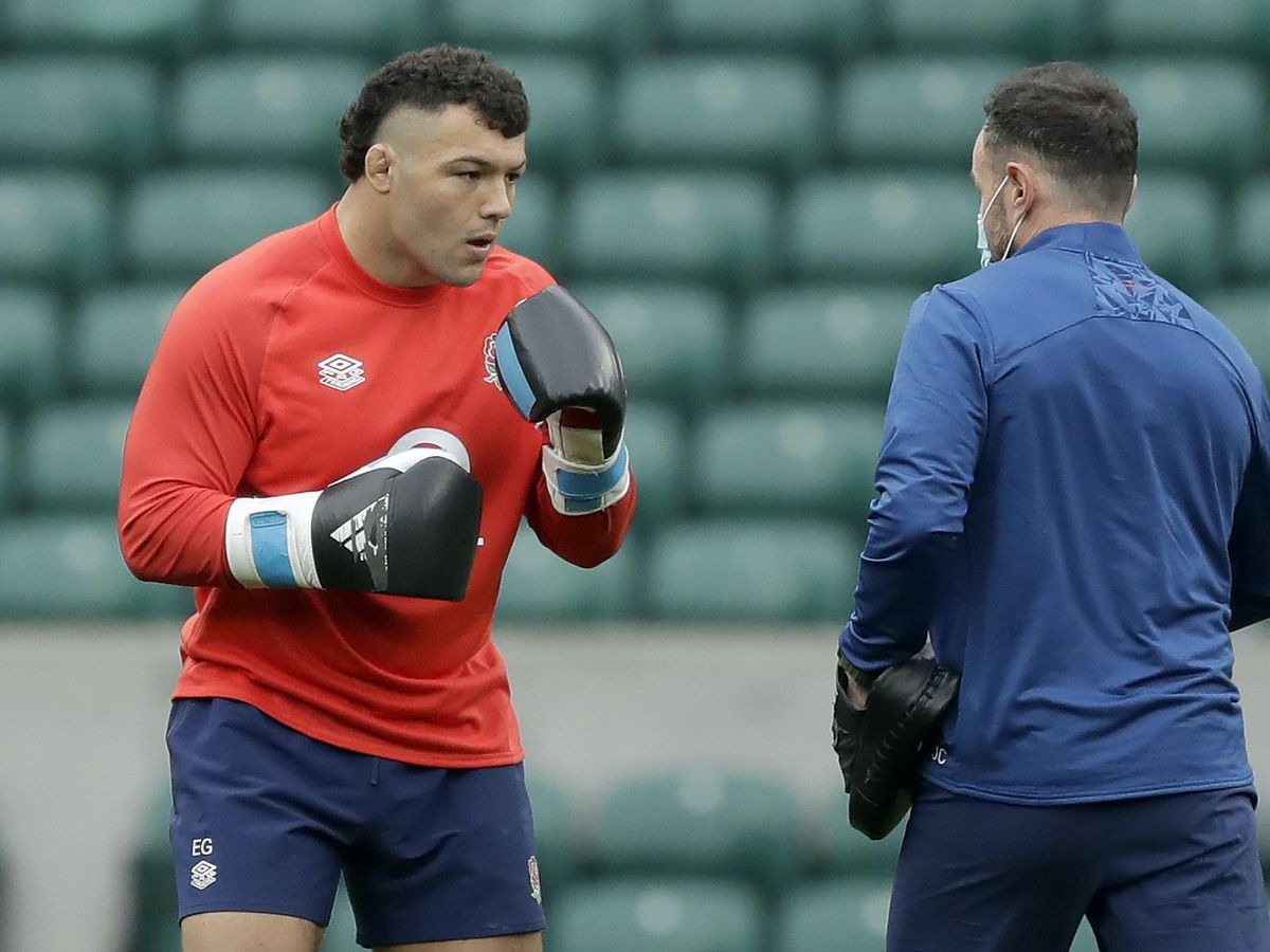 Ellis Genge boxes with the pads during a training session at Twickenham